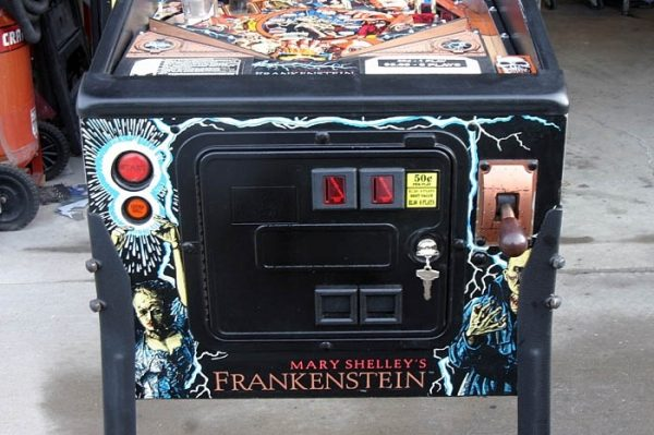 Frankenstien image 9 600x399 - Mary Shelley's Frankenstein Pinball Machine
